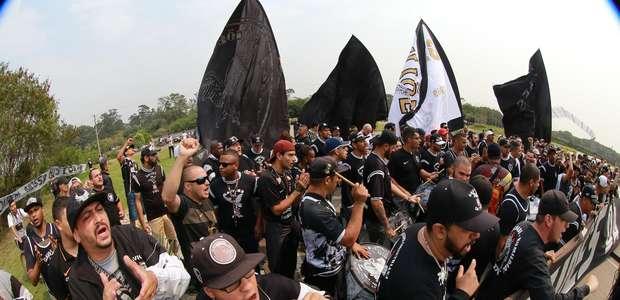 "Organizada do Corinthians marca protesto: ""Passar papo reto"""