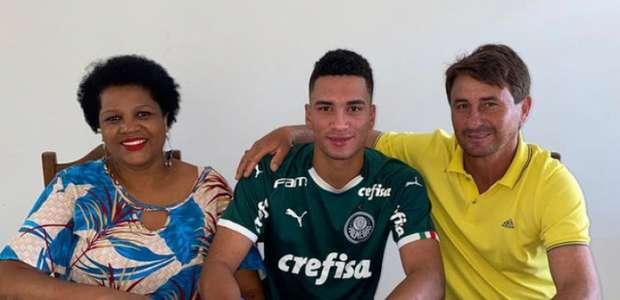 Palmeiras anuncia renovação de zagueiro até 2025