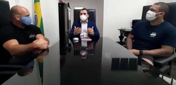 Árbitro, lutador e o cirurgião Bruno Chagas debatem ...