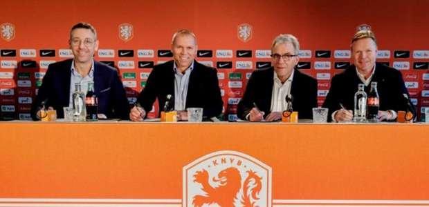 Técnico da Holanda revela que recebeu proposta do Barcelona
