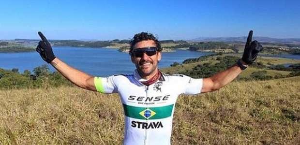 Em Belo Horizonte, Fred participa de treino por ...