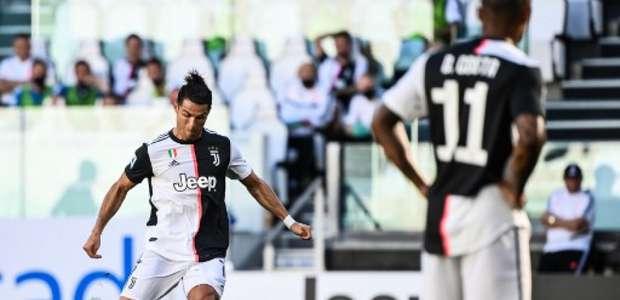 Juventus dá show em clássico de Turim e fica perto do título
