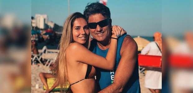 Renato Gaúcho ignora isolamento e curte praia com a filha