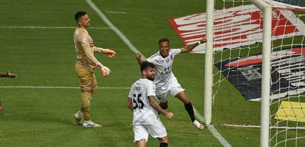 Autor de primeiro gol do Athletico no Brasileiro, ...