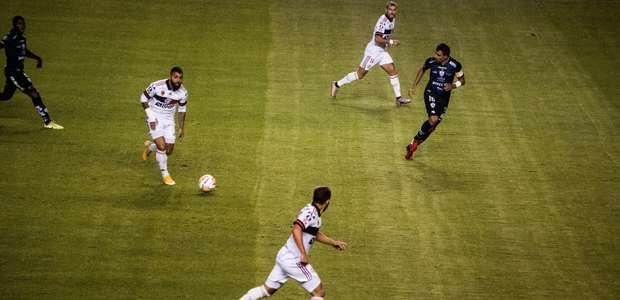 O Flamengo está nu e quem agradece é o Palmeiras de Luxa