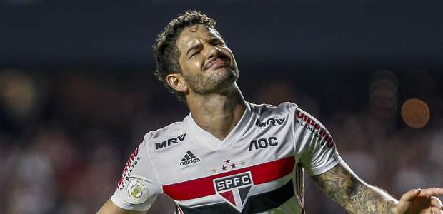 Declínio! Alexandre Pato saiu do São Paulo e segue sem time