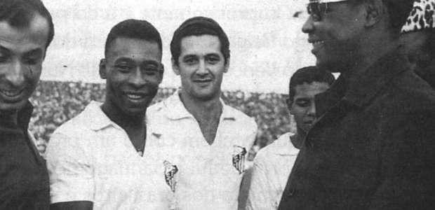 Pelé é eterno. Pelé é pura magia. Pelé é poesia.