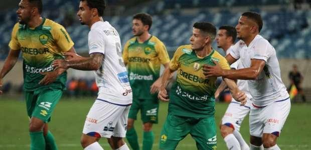 Em jogo cheio de reviravoltas, Cuiabá e Paraná empatam ...