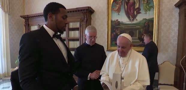 Los jugadores de la NBA visitan al Papa en el Vaticano