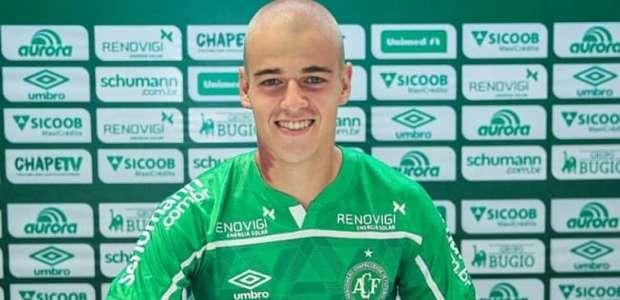 Lateral desde o Sub-13 na Chapecoense assina contrato ...