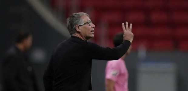 Marinho pede perdão a Ariel Holan no vestiário pelo seu ...