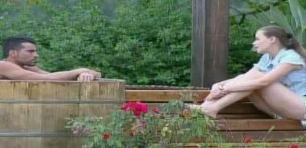 A Fazenda: Rayanne conversa com JP e Douglas fica com ciúmes