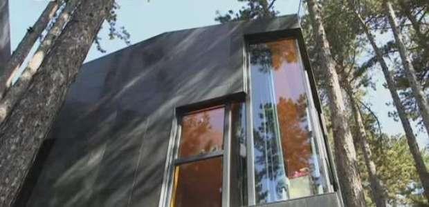 Sem portas ou corredor, Casa Levene tem 500 m² e 80 árvores