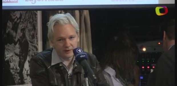 Assange promete novos vazamentos sobre Hillary Clinton
