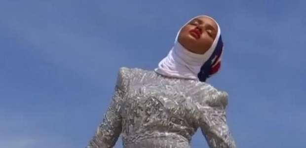 Ex-refugiada é primeira supermodelo do mundo que usa hijab