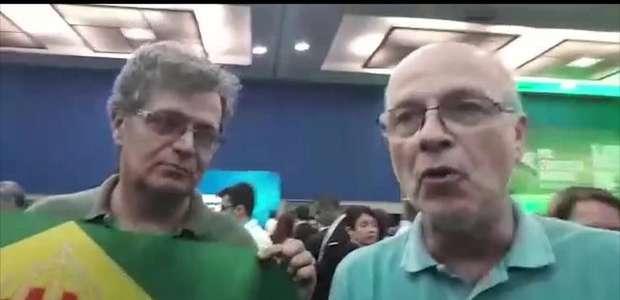 Integrantes do movimento monarquista comparecem ao lançamento da candidatura a presidente do deputado federal Jair Bolsonaro