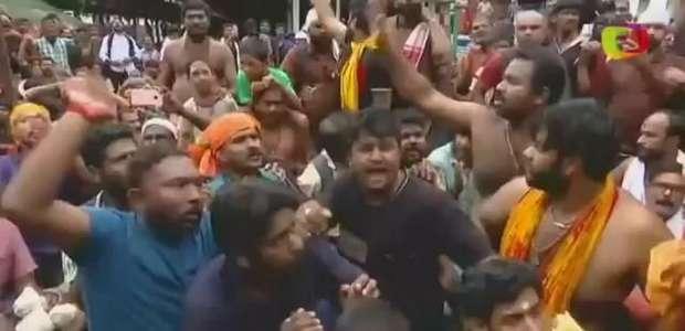 Hindus extremistas impedem mulheres de entrarem em templo