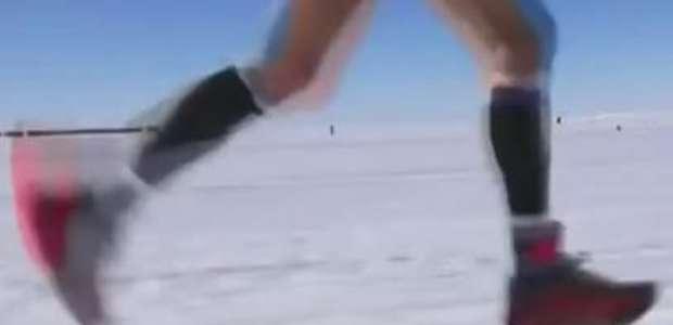 Corredores enfrentam gelo e neve em maratona mundial