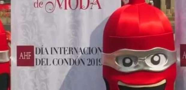 Camisinha gigante encoraja sexo seguro na Cidade do México