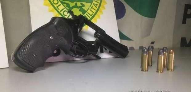 Homem é preso com arma furtada, no Bairro Brasília