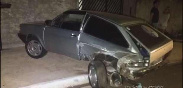Mulher fica ferida em batida entre carros no Bairro Brasilia, em Cascavel
