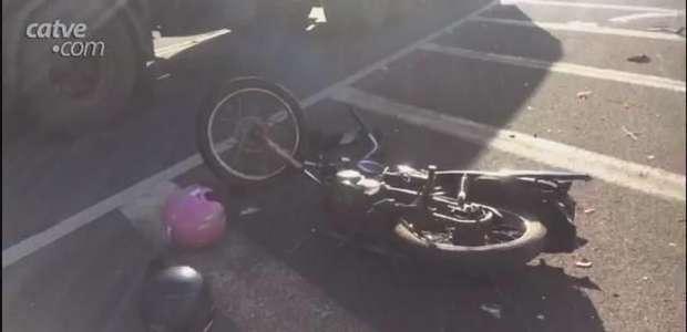 Motocicleta se envolve em batida com caminhonete na BR 277 em Guaraniaçu