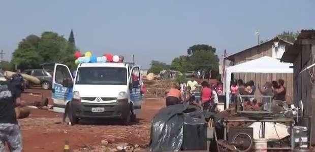 Crianças de Foz do Iguaçu recebem doces e brinquedos