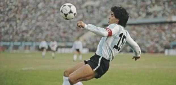 Ídolos do futebol homenageiam e choram morte de Maradona