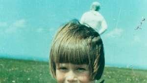 O mistério do 'astronauta' na foto de uma menina britânica