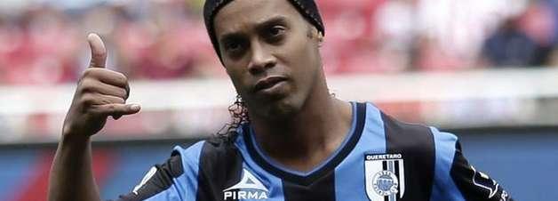 Ronaldinho completa 35 anos cada vez mais em baixa no México