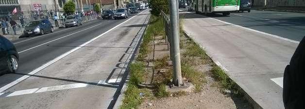 vc repórter: corredor de ônibus tem buracos e mato em SP