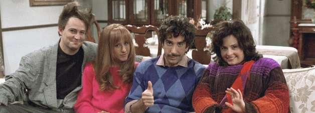 """Veja 10 coisas que marcam reencontros com amigos da """"facul"""""""