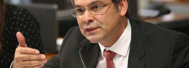 """""""Dilma sai de cabeça erguida"""", diz senador Lindbergh Farias"""