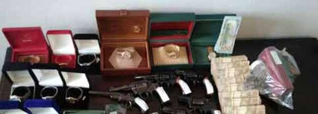 Armas e dinheiro são achados imóvel de ex-presidente do COB