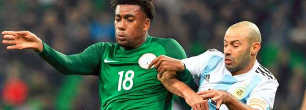 Argentina abre 2 a 0, mas leva quatro e perde da Nigéria