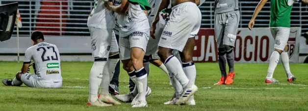 Empate do Figueirense rebaixa quatro de uma vez na Série B