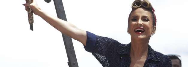 Claudia Leitte estreia bloco no Rio com visual feminista