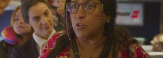 Cenas cômicas com Regina Casé deixam novela mais divertida