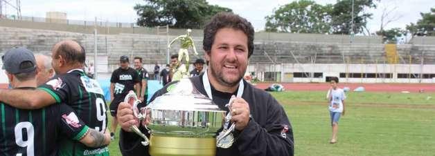 Treinador da Lusa, Marchiori é eleito o melhor da história do Maringá