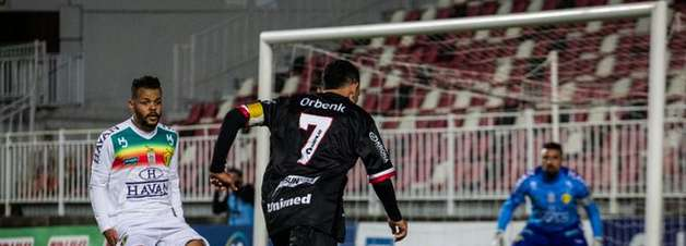Joinville perde para Brusque em casa e se complica no Campeonato Catarinense