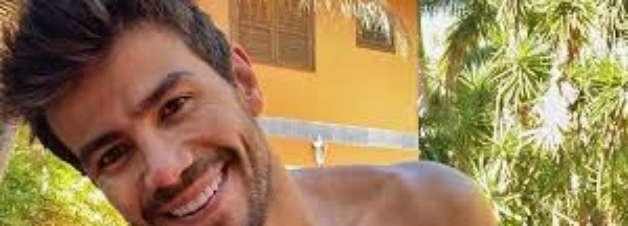 Veja procedimentos que mudaram sorriso do cantor Mariano