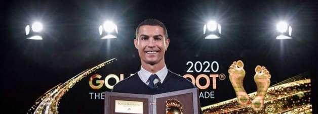 Cristiano Ronaldo recebe prêmio 'Golden Foot' e agradece nas redes sociais