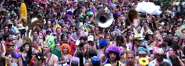 Com covid em alta, Rio transforma em lei Carnaval em julho