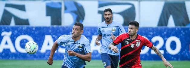 Grêmio vence Athletico-PR e garante vaga na Libertadores