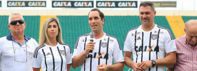 Edmundo faz homenagem ao Figueirense: 'Sou muito grato ao Figueira'