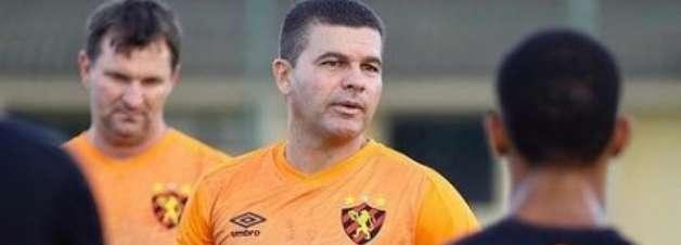 Umberto Louzer se apresenta ao Sport e evita projetar time
