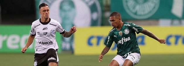 Lucas Esteves comemora 1º gol pelo profissional do Palmeiras