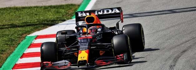 Em referência a Perez, Verstappen diz que estava sozinho na luta contra as Mercedes F1
