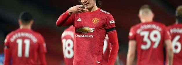 Cavani celebra renovação com o Manchester United e comenta volta dos torcedores: 'Estou ansioso'