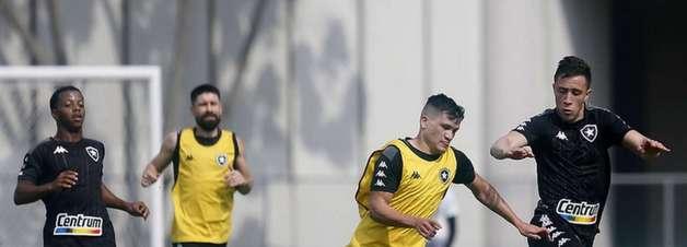 Por jogo contra o Vasco, Botafogo adapta horários e treina pela manhã